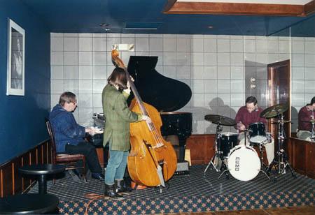 Kent Glenn Trio - Laura Maione bass, Noal Cohen drums
